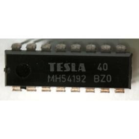 CER 4700µ/25V 105st